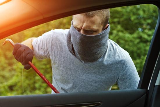 ceabs-blog-o-que-fazer-quando-presenciar-um-carro-sendo-roubado