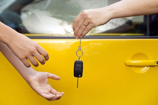 leiloes-carros-crescem-devido-crise-economica-blog-ceabs