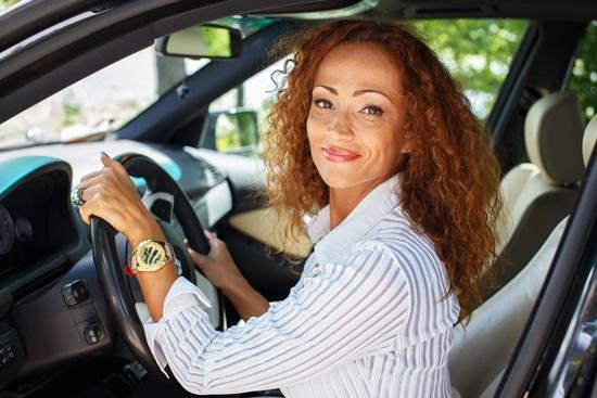 seguro-carro-mais-caro-mulheres-acima-45-anos-pr-blog-ceabs