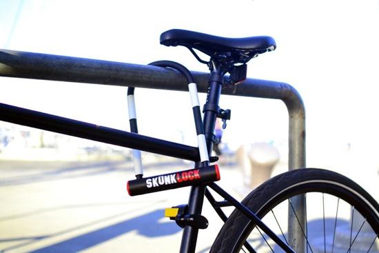 bicicleta-provoca-nausea-em-quem-tenta-roubar-blog-ceabs-cadeado